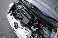 JC08モードで30.0km/リッター、10・15モードで32.0km/リッター(ともにFF車)の燃費をたたき出すパワーユニット。「ムーヴ」のKF型エンジンをベースに、構成パーツの摩擦抵抗を低減、圧縮比も高められている。