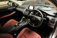 テスト車の内装色はガーネットが選択されていた。