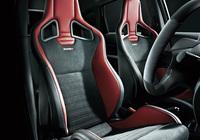 各モデルにはオプションでレカロ製のスポーツシートが用意される
