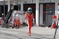 ……残り3周、マッサのエンジンは白煙をあげ、マシンはストップ。勝利目前でコックピットを降りた。(写真=Ferrari)