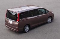 ハイブリッド車(写真)とガソリン車の外観上の違いはエンブレムくらいのもの。ほとんど見分けはつかない。