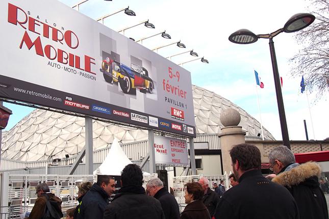 今年からレトロモビルの会場は、パリモーターショーで主要メーカーが使用する広大な第1パビリオンに移った。市電・地下鉄駅の目の前で、かつ場内にはゆとりある通路が設けられたため、来場者はより快適に楽しむことができるようになった。