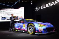 「SUBARU BRZ GT300 2016モデル」を前に、SUPER GTでの活動計画を説明するSTIの平川良夫社長。