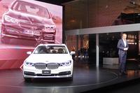 この日は、BMWグループのデザイン本部長エイドリアン・ファン・ホーイドンク氏も登壇。新型「BMW 7シリーズ」のデザインについて説明した。