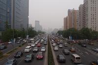 交通渋滞に悩まされる北京。大気汚染ももはや先延ばしにできない問題になっている。