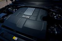 最高出力340psを発生するスーパーチャージャー付き3リッターV6エンジン。仕向け地によっては、3リッターと4.4リッターのディーゼルエンジンも設定されている。