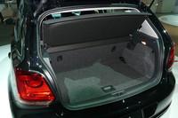 荷室容量は通常状態で280リッターで、先代より10リッター増した。