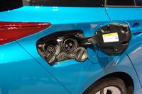 車体右後方にある給電口。急速充電器を使えば、20分で約80%充電できる。
