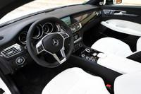 「CLS63 AMG シューティングブレーク」のインストゥルメントパネル。