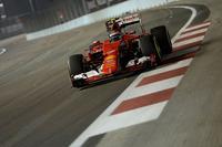フェラーリのライコネン(写真)は予選3位からスタート。最終的に2位リカルドには15秒も逃げられたが、トラブルやミスなくポディウム圏内を走り続け、3位のままフィニッシュした。フェラーリは今季初のダブル表彰台。(Photo=Ferrari)