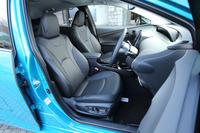 最上級グレード「Aプレミアム」には、本革仕立てのシートが与えられる。前席(写真)には「快適温熱シート」機能も備わる。