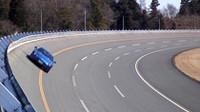 日本自動車研究所(JARI)の高速周回路や旋回試験路など、テストの模様を動画でご覧いただけます。