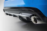 車体のリアエンドから顔をのぞかせる、専用のディフューザーとステンレス製エキゾーストシステム。