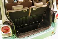 荷室は、フロアボードを上げることで、高さのある荷物にも対応できる。