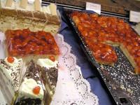 いちごのケーキ。他にウィーン名物のザッハートルテもあり。