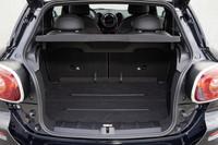 トランク容量は330リッター。リアシートを畳めば1080リッターまで拡大できる。