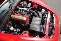 S2000のパワーユニット。50:50の前後重量配分を実現すべくエンジンルーム最後部にマウントされる。