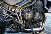 800ccの並列3気筒水冷エンジン。