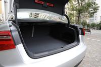 荷室の容量は530リッター。分割可倒式のリアシートを倒して、スペースを拡大することもできる。