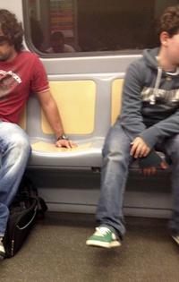 ミラノ地下鉄2号線のプラスチックシート。