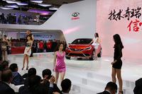 北京モーターショー2014の会場から。奇瑞の近未来セダンを示唆する「コンセプト アルファ」のプレゼンテーション。