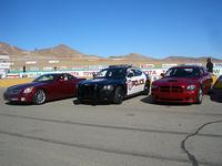 左から「キャデラックXLR-V」「ダッジ・チャージャーパトカー」「チャージャーSRT8」。どれも尖がりシェイプで、速そう!
