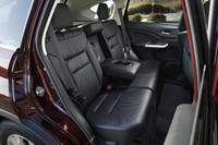 革シートはオプション。選択すると、自動的にサイド&カーテンエアバッグ、サンルーフなどもセットとなる。