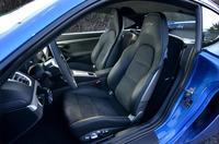 テスト車には18way電動調整機能付きの「アダプティブスポーツシート」が備わっていた。このほか、より軽量なCFRP製フルバケットシートも用意される。