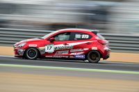 マツダはWECで「マツダLMP2 SKYACTIV-Dレーシング」を走らせ、ディーゼルエンジンによるレース活動をすでに行っている。しかし日本国内で、しかも市販車ベースだと、このクルマが初ということになるはずだ。
