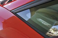 「アヴェンタドールSV」はクーペが600台、ロードスターが500台の限定モデル。運転席側ドアのトリムにシリアルプレートが付く(試乗車は1号車と記されている)。