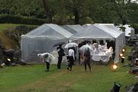 名護屋城跡「馬場」にて開催。ゲストを迎える前には多くのスタッフが慌ただしく準備する様子が見られた。