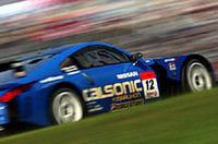 レースを席巻したNo.12カルソニックインパルZ。シケインを駆け抜ける。