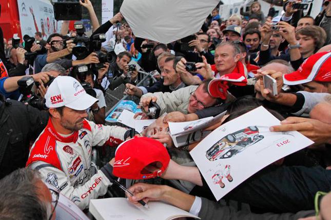 WRC9連覇により生ける伝説となったセバスチャン・ローブの地元人気はこの通り。2012年のチャンピオン獲得後、13年はシトロエン・チームのエースの座をダニエル・ソルドに譲り、自身はいくつかのラリーのみに出場していたローブの最後の舞台がラリー・フランスだ。