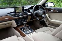 装備の強化も図られており、オペレーターサービスやGoogleとの連係機能、Wi-Fiスポット機能などを備えたインフォテインメントシステム「Audi connect」が全車に標準装備された。