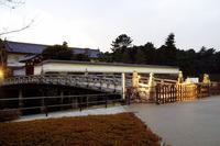 平川門は皇居の北側に位置します。皇居東御苑への出入りに使われています。ちなみに、東御苑の公開は3月1日から始まっているようですよ。
