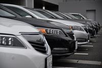 試乗コースのスタート地点である北九州空港の駐車場に並ぶ新型「レジェンド」。ボディーカラーは全6色が用意される。