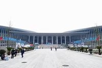 会場の上海・国家会展中心。単一の建築物としては世界最大とうたわれる。