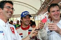 全ステージ制覇という、WRC史上初といわれる偉業を成し遂げたロウブ(写真中央)。まさにラリー界におけるミハエル・シューマッハーのような存在だ。