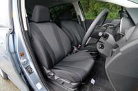 上級モデル「20S」のブラック+ブルーパイピング&ステッチの内装。「20E」「20CS」の内装にはブラックとサンドベージュの2色が用意される。
