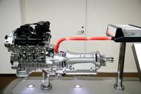 新開発の「PURE DRIVE HYBRID」。1モーター2クラッチ(インテリジェント デュアルクラッチコントロール)のパラレルハイブリッドシステム。