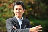 桂 伸一(かつら しんいち) 1959年生まれのモータージャーナリスト。日本自動車ジャーナリスト協会(AJAJ)会員。日本カー・オブ・ザ・イヤー選考委員。自動車専門誌での編集職を経て、自動車評論の仕事に携わる。そのかたわらでレースにもチャレンジ。2013年は、アストン・マーティンのウルリッヒ・ベッツCEOと組んでニュルブルクリンク24時間レースに出走しクラス優勝に輝いた。