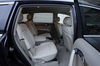 テスト車は、オプション設定される「6人乗りパッケージ」装着車。2列目シートが、前席同様に前後可動式のコンフォートタイプのシートとなり、センターコンソールには、調整機能やカップホルダーなどが備わる。