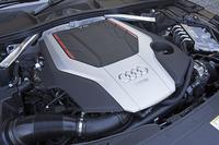 「Sモデル」に搭載される3リッターV6ターボエンジン。354psの最高出力と500Nmの最大トルクを発生する。