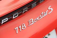 「718ボクスター」には、2リッターフラット4ターボ(300ps)搭載の標準型と、2.5リッターターボ(350ps)の「S」モデルがある。試乗車は後者。車両価格は904万4000円(PDK仕様)。