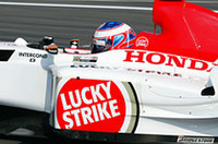 ジェンソン・バトン(写真)が8位に入り、今シーズン6度目のポイント獲得。ジャック・ヴィルヌーヴは惜しくも圏外の9位で終わった(写真=本田技研工業)