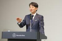 「2015年はクリーンディーゼル車やPHV、ディーゼルHVなどを積極投入する」と語る上野社長。
