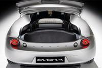 容量160リッターの荷室には、エンジンルームから入る熱を下げるための冷却システムがレイアウトされる。