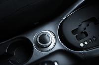 センターコンソールにある「ドライブモードセレクター」。走行状態に応じて「2WD」「4WD」「4WDロック」の3つのモードを選択できる。また、走行中の切り替えも可能。