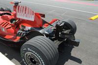 ハミルトンに追突されたライコネンのマシン。接触直後、ライコネンは「信号、見ろよな」とハミルトンにジェスチャー。(写真=Ferrari)