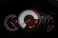 メーターは3連配置。運転に必要な情報を瞬時に読み取れるよう、目盛りや書体の視認性にこだわったという。